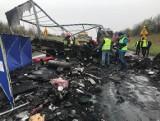 Tragiczny wypadek na DK 1: dwie osoby spłonęły w oplu. Dlaczego doszło do tragedii? WIDEO+ZDJĘCIA