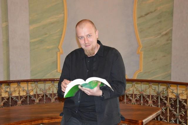 Jednym z twórców certyfikatu prostego języka jest dr Grzegorz Zarzeczny z Instytutu Filologii Polskiej UWr