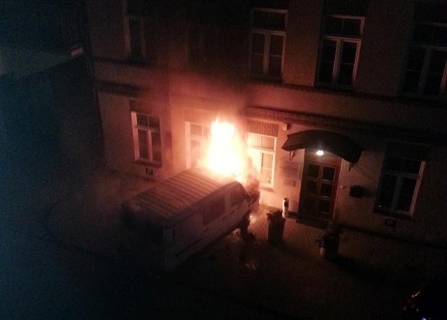 Internauta przesłał nam zdjęcie płonącego iveco. Auto podpalono w piątek wieczorem w Białymstoku.
