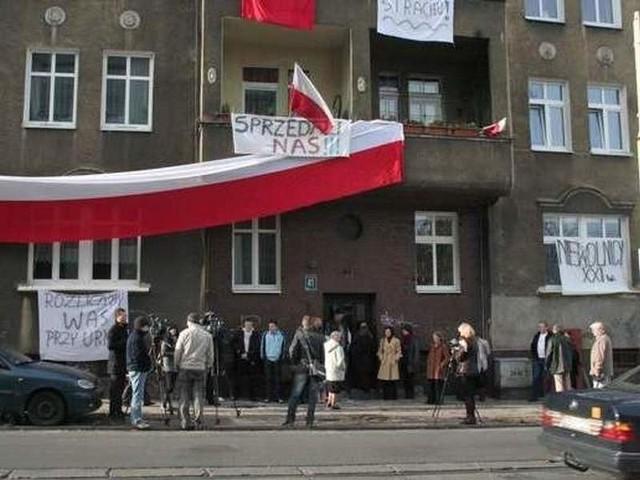 Jeden z wielu protestów mieszkańców kamienicy przy ul. Nocznickiego.