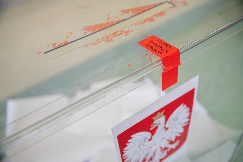 Powiat siemiatycki:Sejm: Komitet Wyborczy PiS: 53, 62 proc. Liczba głosów: 9584. Koalicyjny Komitet Wyborczy Koalicja Obywatelska: 19,40 proc. Liczba głosów: 3468. Komitet Wyborczy Polskie Stronnictwo Ludowe: 12, 28 proc. Liczba głosów: 2195.Komitet Wyborczy Sojusz Lewicy Demokratycznej: 7, 93 proc. Liczba głosów: 1418. Komitet Wyborczy Konfederacja: 5, 60 proc. Liczba głosów: 1001.