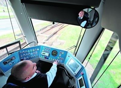 Kabina motorniczego tramwaju robi wrażenie na wielu podróżnych   Fot. Anna Kaczmarz