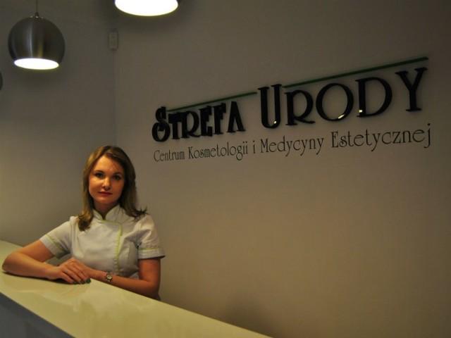Wioleta Czerwonka, kosmetolog, trener, absolwentka Wyższej Szkoły Informatyki i Zarządzania w Rzeszowie oraz Uniwersytetu Rzeszowskiego.
