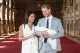 Royal baby: Księżna Meghan urodziła! [ZDJĘCIA] Książę Harry i Meghan Markle pokazali dziecko światu. Jak ma na imię?
