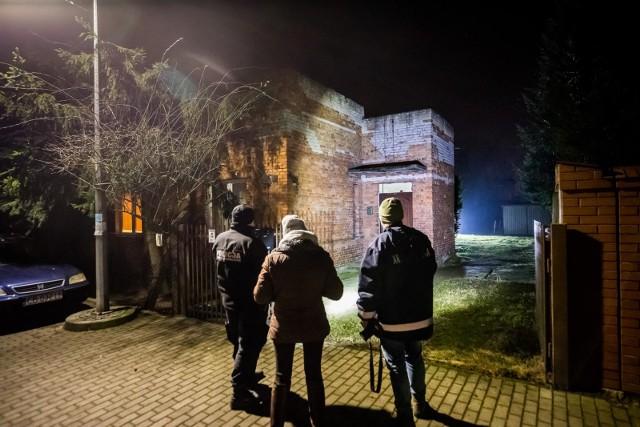 Do tragedii doszło w piątek (18.12.). Zmarły trzy osoby - kobieta i dwóch mężczyzn. Prawdopodobną przyczyną śmierci było zaczadzenie.
