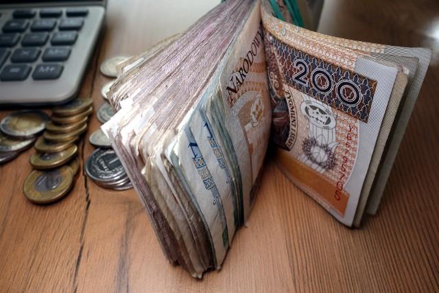 Podatek od sprzedaży nieruchomości bywa uciążliwy, jednak w określonych sytuacjach można uniknąć płacenia go.