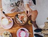 Co jeść w pracy? Inspiracje z Instagrama: propozycje na drugie śniadanie [galeria] Jakie posiłki jeść w pracy i szkole? Proste i szybkie