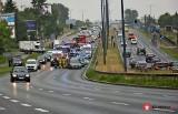 Kraków. Poważny wypadek na ulicy Wielickiej. Lądował śmigłowiec LPR [ZDJĘCIA]
