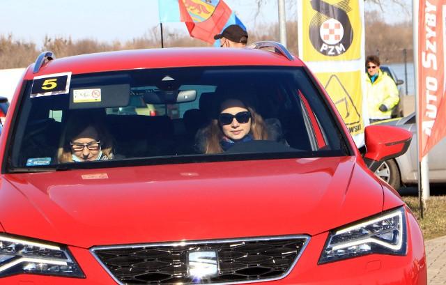 Z okazji nadchodzącego Międzynarodowego Dnia Kobiet, działacze z grudziądzkiej Delegatury Automobilklubu Toruńskiego wpadli na pomysł zorganizowania Samochodowego Rajdu Turystycznego dla Kobiet i nie tylko. Panie dopisały. W rajdzie pojechało kilkanaście załóg. Wyniki przedstawimy  w terminie późniejszym.