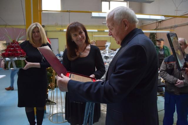 50 lat ma firma Henryka Smolicza z Otynia. Życzenia złożyli pracownicy oraz burmistrz Barbara Wróblewska i Aneta Smolicz, przewodnicząca rady miejskiej (prywatnie synowa pana Henryka)