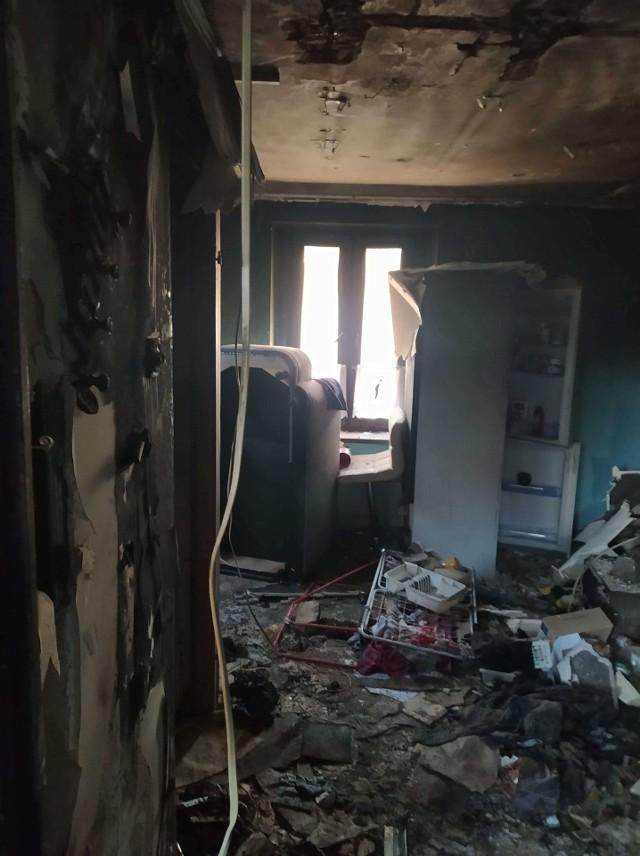 Tak wyglądają spalone mieszkania oraz te, w których zostało wyposażenie. Na zdjęciach również wyróżnieni strażnicy miejscy Zobacz kolejne zdjęcia/plansze. Przesuwaj zdjęcia w prawo - naciśnij strzałkę lub przycisk NASTĘPNE