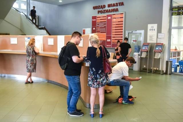 Ostatnio poznański urząd przyjmował średnio około 4,5 tys. wniosków o dowód osobisty miesięcznie, z czego blisko 60% stanowiły wnioski elektroniczne