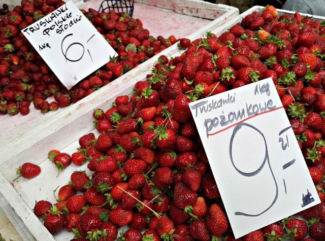 Czy na placach targowych kupimy taniej owoce i warzywa? Sprawdziliśmy to na Starym Kleparzu