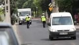 Ul. Dachowa patrolowana przez policję. Jeżdżą ciężarówkami mimo zakazu! [zdjęcia]