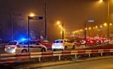 Mandat za mruganie światłami dotkliwy dla kierowców. Ostrzegasz innych na drodze? Musisz liczyć się z karą