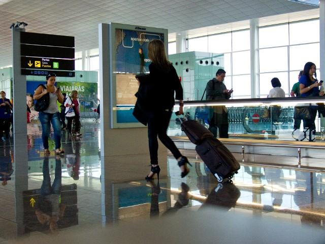 Linie lotnicze mają pomysł, żeby ważyć swoich pasażerów przed każdym lotem. Po co? Wyniki tego pomiaru są dla nich bardzo ważne. Chodzi bowiem o koszty.