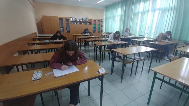 W piątek maturzyści z koneckich szkół średnich zmagali się na próbnej maturze z językiem angielskim.