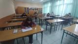 Maturzyści z powiatu koneckiego pisali próbną maturę z języka angielskiego [ZDJĘCIA]