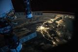 Niezwykłe zdjęcia Ziemi nocą. Które miasta świecą najjaśniej? Hipnotyzujące ujęcia