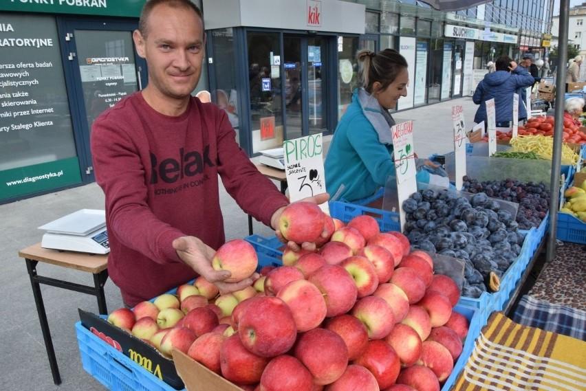 Na kieleckich bazarach we wtorek, 7 września wybór owoców i...