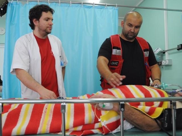 Jarosław Kostyła należy do nielicznej grupy lekarzy na Opolszczyźnie ze specjalizacją z medycyny ratunkowej. Pracuje na Oddziale Ratunkowym WCM w Opolu.