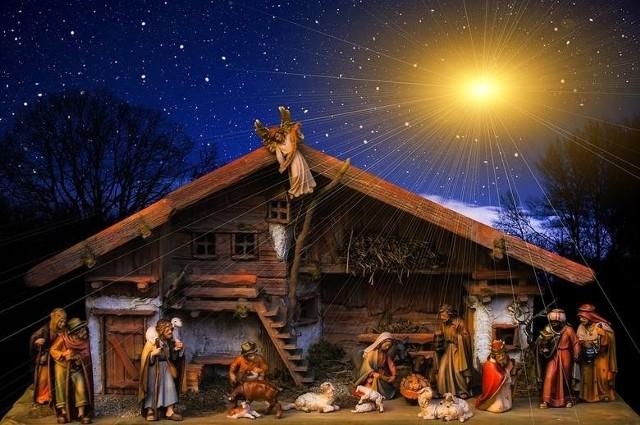 Życzenia świąteczne. SMSY-y, wierszyki na Boże Narodzenie. Życzenia bożonarodzeniowe. Najlepsze życzenia świąteczne [smsy, wierszyki]Na Święta Bożego Narodzenia oraz na nadchodzący Nowy Rok dużo radości i dobroci od ludzi, szczęścia rodzinnego oraz niosącego pokój błogosławieństwa Bożego życzy ...