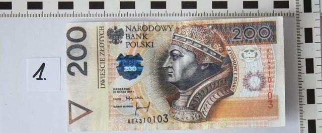 Fałszywy banknot, którym mężczyzna zapłacił za monitor.
