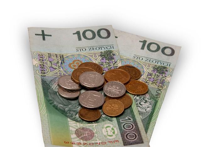 PieniądzeStarając się o kredyt lepiej od razu wyjaśnić bankowi przyczyny opóźnienia w spłatach poprzednich zobowiązań, niż zataić takie informacje. Większość da się wytłumaczyć, a ukrywając je sami się pogrążamy i stajemy dla banku mniej wiarygodni.