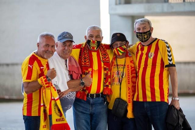 W związku z rozporządzeniem Rady Ministrów w sprawie powrotu kibiców na stadiony, Korona Kielce udzieliła odpowiedzi na pytania najbardziej nurtujące kibiców.