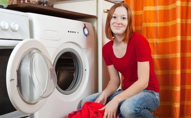 Kapsułki do prania czy tradycyjny proszek, który z nich lepiej sobie poradzi z praniem i jest bardziej wydajny?