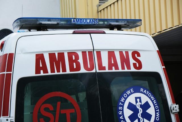 Agresywny weselnik rzucił się na ratowników medycznych, którzy przyjechali pomóc jego nieprzytomnej żonie.