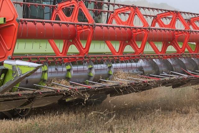 W lipcu - jeśli pogoda pozwoli - na polach pojawią się kombajny. Zanim jednak rolnicy przystąpią do zbiorów, powinni zrobić przegląd swoich maszyn.