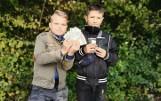 Kacper i Mateusz - mali bohaterowie z Tarnobrzega! Znaleźli portfel wypchany pieniędzmi i dokumentami. Odwieźli go do komendy policji