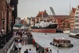 Turystyka w Gdańsku kwitnie! Słoneczna pogoda sprzyja spacerom i relaksowi. Turyści wybierają nie tylko plaże, ale i centrum miasta