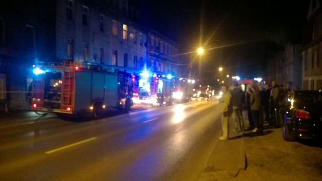 Grożne pożary w Mysłowicach wybuchły przy ul. Oświęcimskiej. Mieszkańcy mówią wprost o podpaleniach.