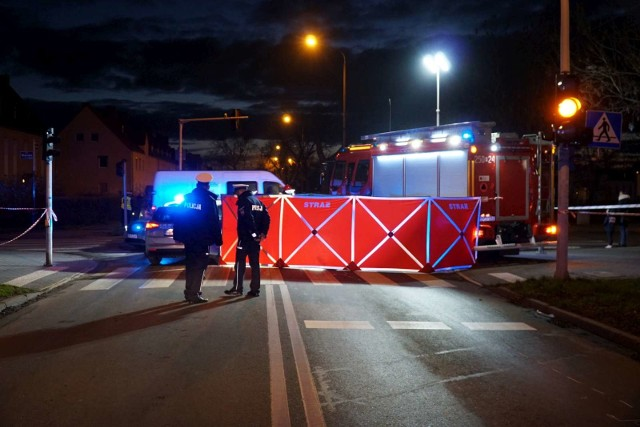 Nie żyje 8-letnia dziewczynka potrącona przez samochód na skrzyżowaniu ulic Opolskiej i Jesionowej. Zobacz więcej zdjęć ---->