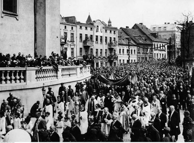 Tak wyglądały uroczystości w pierwszej połowie XX wieku. Na kolejnych stronach - więcej zdjęć.