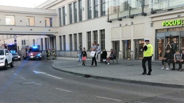 W piątek, 18 września 2020 r. przed galerią Focus Mall w Zielonej Górze pojawiły się pojazdy służb
