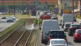 Wygięta szyna w centrum Bydgoszczy unieruchomiła tramwaje niedaleko dworca PKS