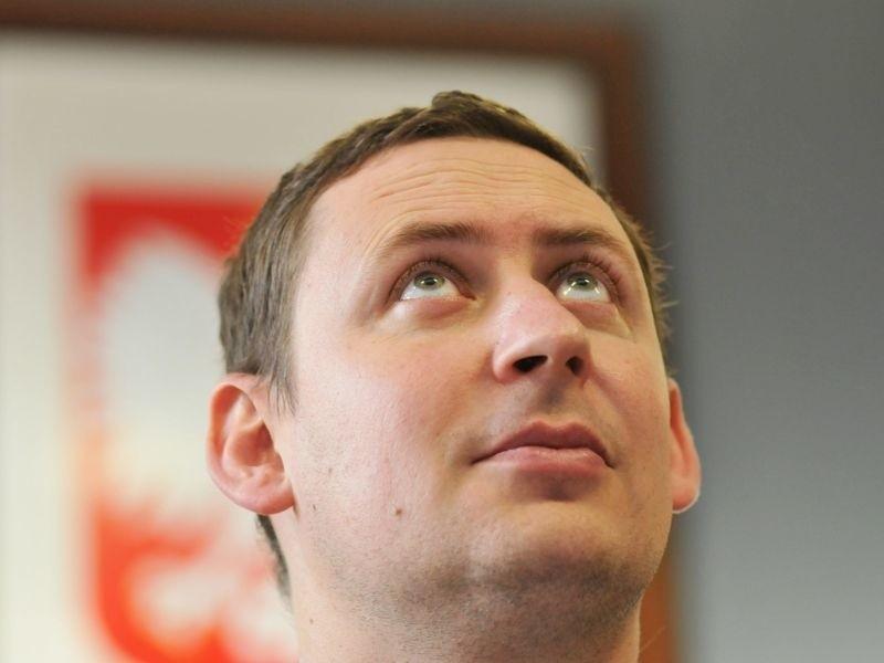 """Ile zarabia burmistrz Bartłomiej Bartczak? O tym w papierowym, środowym wydaniu """"GL"""". Pensję burmistrza i radnych rozkładamy na czynniki pierwsze"""