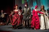 """Labirynt Historii. """"Portret Królowej"""", spektakl łączący renesansową muzykę, taniec i modę [ZDJĘCIA]"""