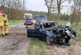 Tragiczny wypadek w powiecie biłgorajskim. Pijany kierowca uderzył w drzewo. 5 osób rannych