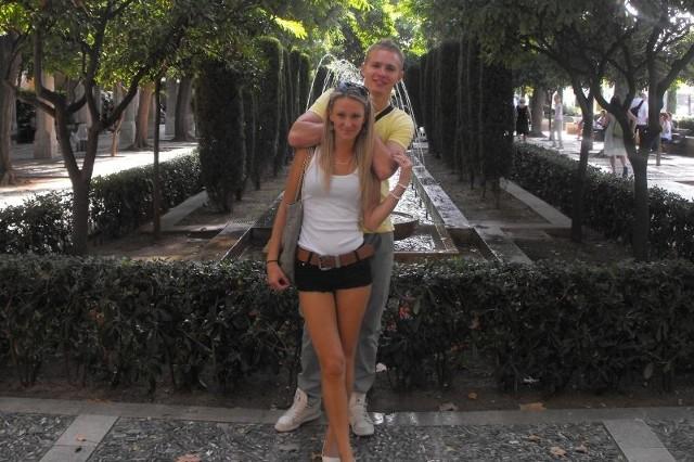 Mateusz Faka gra w Stali Sanok i studiuje, jego dziewczyna Kasia studiuje i jest kelnerką.