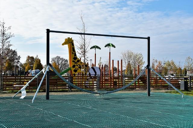 Plac zabaw w Parku 800-lecia Opola. Realizacja inwestycji potrwa dłużej od założeń.