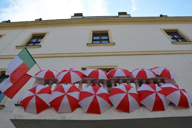 Majówka 2021. Patriotyczne dekoracje w Sulechowie