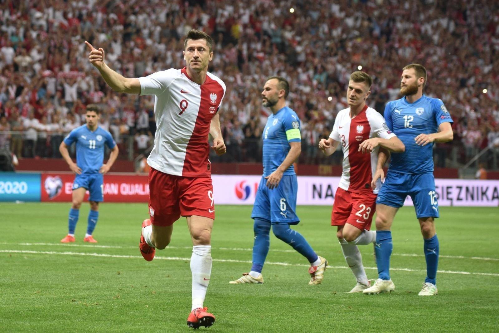 e7f225ac4 DGP: Robert Lewandowski reklamuje kryptowaluty? Polski piłkarz ...