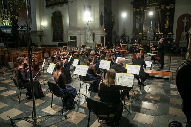 """Pierwsza edycja festiwalu """"Muzyka w Starym Krakowie"""" odbyła się 45 lat temu. Od tej pory festiwal łączy muzyków z całego świata z krakowską publicznością."""