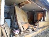 Zwierki. Tragiczny wypadek na DK 19. Ford wjechał w dom. Dwie osoby nie żyją, właściciel domu ranny