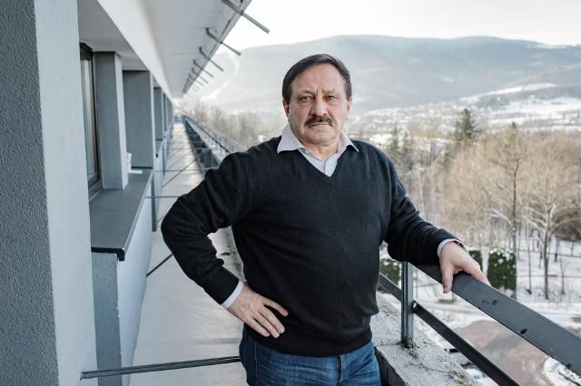 65-letni Ryszard Lasota, znany z programu prowadzonego przez Martę Manowską, pochwalił się poważnym związkiem. Swoją wybrankę poznał poza Sanatorium miłości.