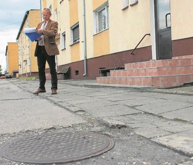 - Nawierzchnia w Ligocie wymaga przebudowy, ale do tej pory gmina nie mogła tego zrobić - tłumaczy Władysław Wojtkiewicz.